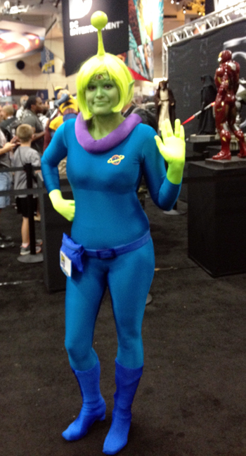 Comic-Con-San-Diego-Upper-Deck-Best-Worst-Dressed-2013-Female-Alien