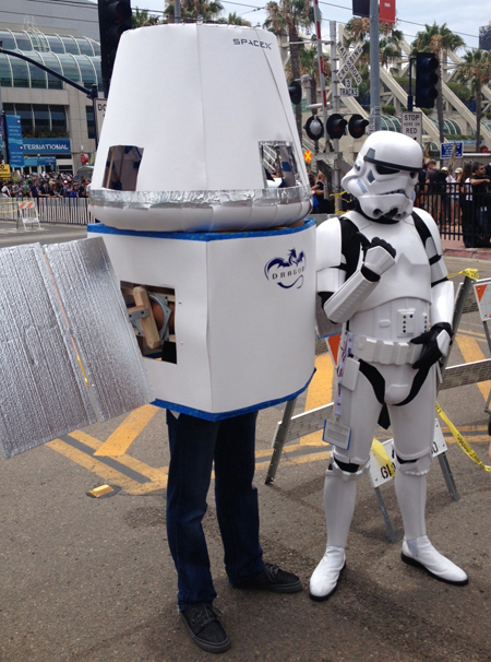 Comic-Con-San-Diego-Upper-Deck-Best-Worst-Dressed-2013-Storm-Trooper-Satellite