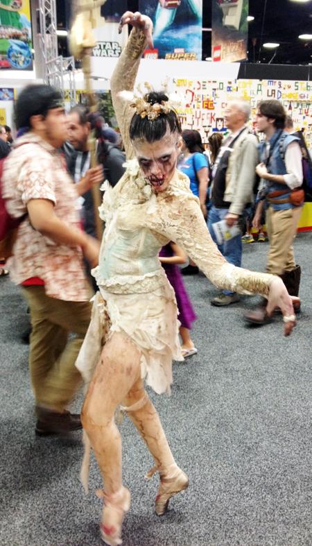 Comic-Con-San-Diego-Upper-Deck-Best-Worst-Dressed-2013-Zombie-ballerina