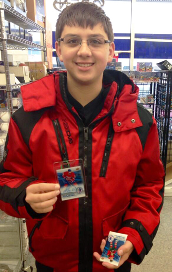 2014-Upper-Deck-National-Hockey-Card-Day-Happy-Fan-With-Alex-Galchenyuk-Autograph