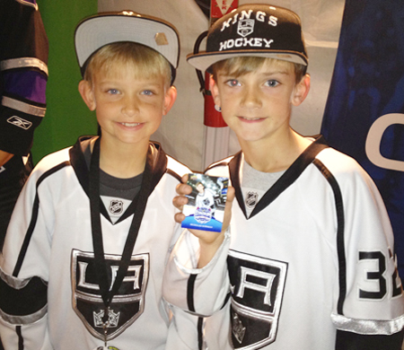 Kids-Kings-Fans-Collecting-Cards-Upper-Deck-LA-Stadium-Series
