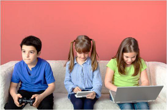 Kids-Zoned-Out-Playing-Video-Games