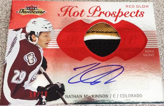 2013-14-NHL-Fleer-Showcase-Red-Glow-Autograph-Glove-Nathan-MacKinnon