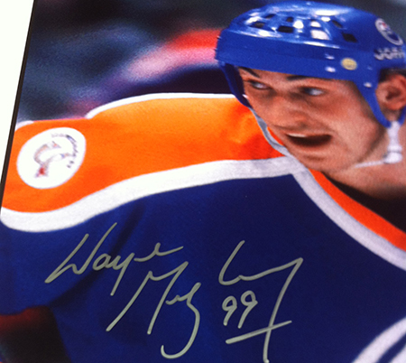 2014-Upper-Deck-Father-of-the-Year-25th-Anniversary-Wayne-Gretzky-Autographed-Blow-Up-Card-Prize-Winner-Close