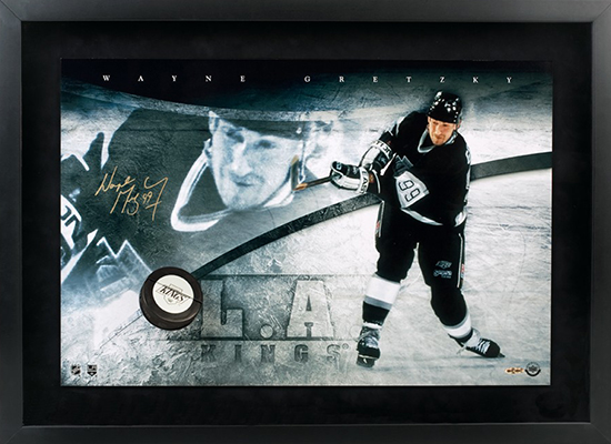 NHL-Stanley-Cup-Final-Los-Angeles-Kings-Wayne-Gretzky-Autographed-Upper-Deck-Authenticated-Breaking-Through-Puck