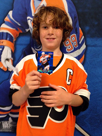2014-NHL-Draft-Upper-Deck-Booth-Happy-Kid-Collector-Philadelphia-Flyers-Pull