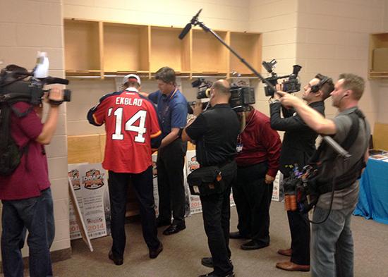 2014-NHL-Draft-Upper-Deck-Gauntlet-Ekblad-Signing-Promotional-Items