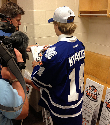 2014-NHL-Draft-Upper-Deck-Gauntlet-William-Nylander-Toronto-Maple-Leafs-Signing-Promotional-Items-Close