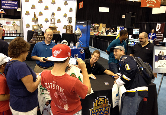 2014-National-Sports-Collectors-Convention-Upper-Deck-NHL-Exclusive-Hockey-Steve-Mason-Autograph-Session-Fan-Photo