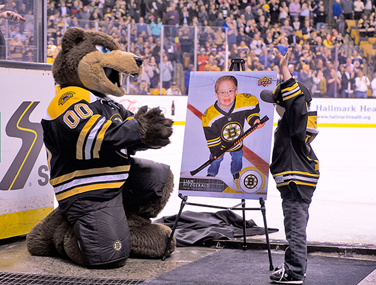 Upper-Deck-Boston-Bruins-Liam-Fitzgerald-Trading-Card-Heroic-Inspirations-Reveal-Mascot-4