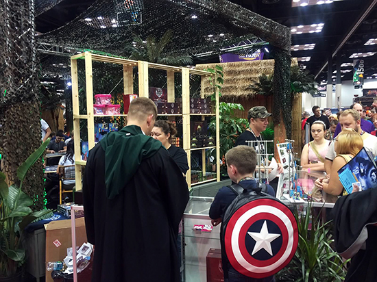 Gen-Con-Indy-2015-Upper-Deck-Entertainment-Predator-Booth-Legendary-Firefly-Vs-Busy