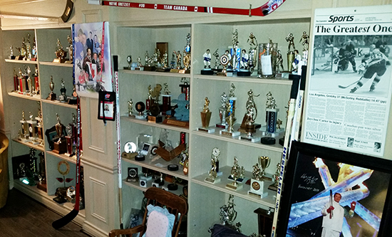 Dan-Tracy-Upper-Deck-Diamond-Club-Member-Walter-Gretzky-Home-Trophy-Room