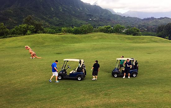 Hawaii-Trade-Show-Beckett-Upper-Deck-Golf-Tournament-Dinosaur-Course-Sighting-1