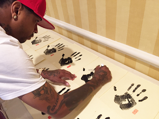uda-allen-iverson-signing-session-autographed-tegata-paper