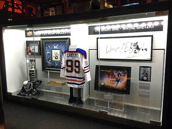 authenticated-hockey-hall-of-fame-area-collectors-zone-upper-deck-wayne-gretzky-collection