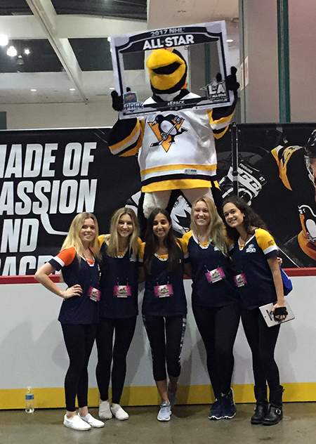 Upper-Deck-e-Pack-NHL-All-Star-Fan-Fair-Street-Team-Photo-Opp-2