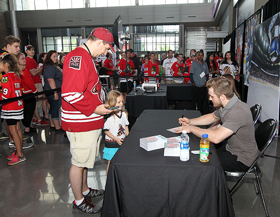 2017-nhl-draft-upper-deck-booth-autograph-session-tyler-motte-chicago-blackhawks-trade-panarin-columbus-first-customers-in-line