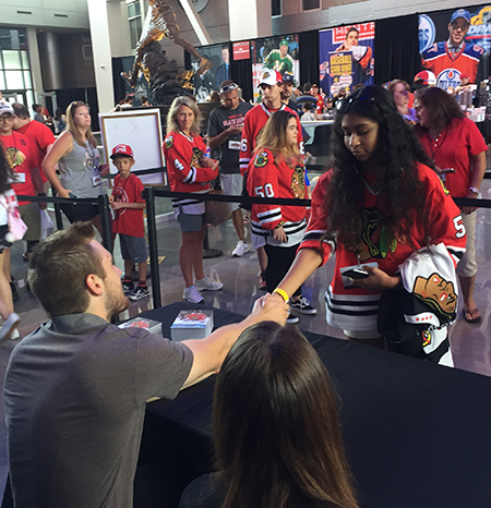 2017-nhl-draft-upper-deck-booth-autograph-session-tyler-motte-chicago-blackhawks-trade-panarin-columbus-shake-hands
