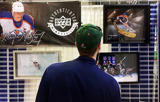 2018-Upper-Deck-Summit-Show-Edmonton-Oilers-Fans-Collectors-UDA-Signed-Memorabilia-Gretzky-McDavid-1
