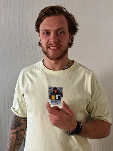 2019-nhl-all-star-fan-fair-upper-deck-athlete-signings-david-pastrnak-4